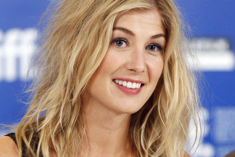 British actress Rosamund Pike is in talks to replace Alexa Davalos in a ...