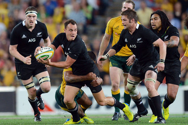 Israel Dagg on the attack in the 18-all draw in Brisbane last year, who will win tonight? (photosport)