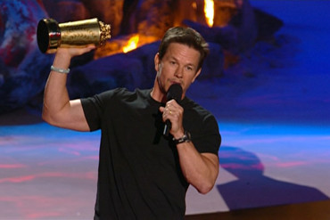 Mark Wahlberg holds the MTV Generation Award