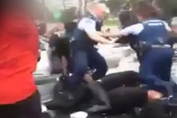 Footage of a fight between Auckland school student...